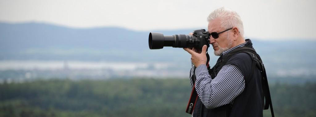 Elí beim Fotografieren